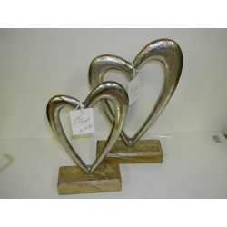 Metalen hart op houten voet
